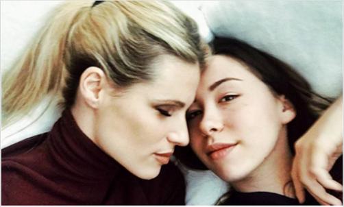 Aurora Ramazzotti, il drammatico rapporto con l'alcol della figlia di Michelle