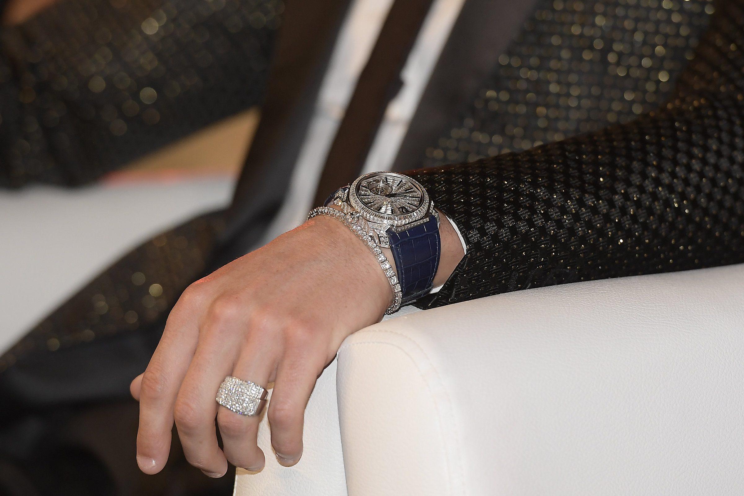 Cristiano Ronaldo, sapete quanto vale solo la sua mano sinistra? Una cifra da capogiro
